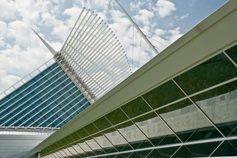 slides/calatrava04.jpg  calatrava04