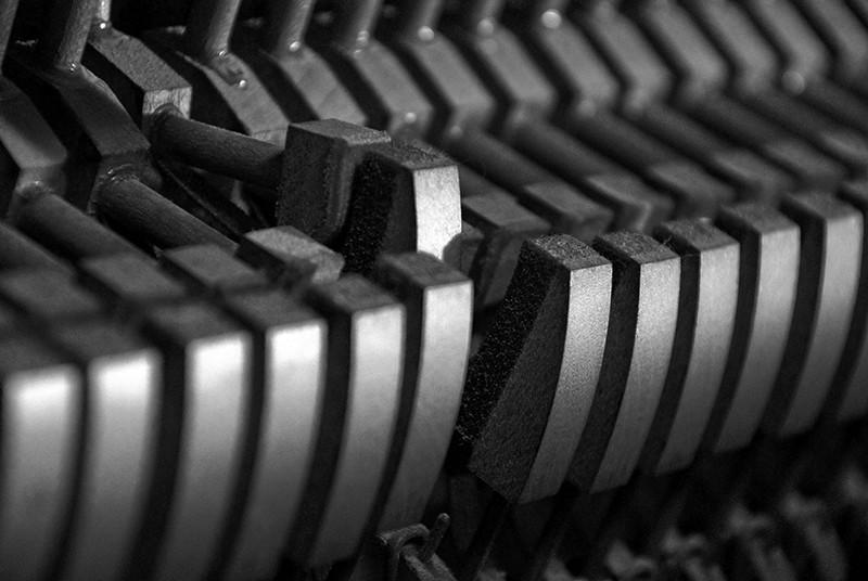 slides/piano01.jpg B&W Black and White piano01