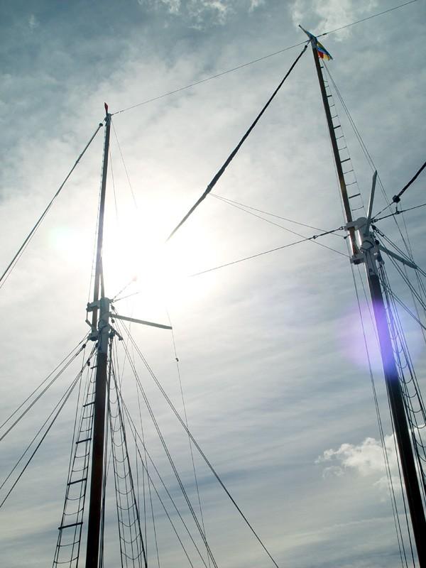 slides/masts.jpg  masts