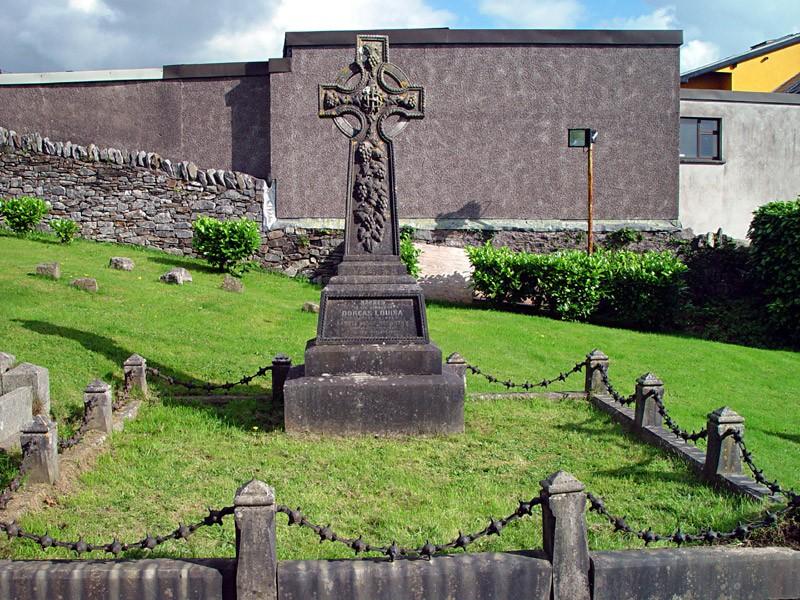 slides/churchyard-in-Blarney.jpg  churchyard-in-Blarney