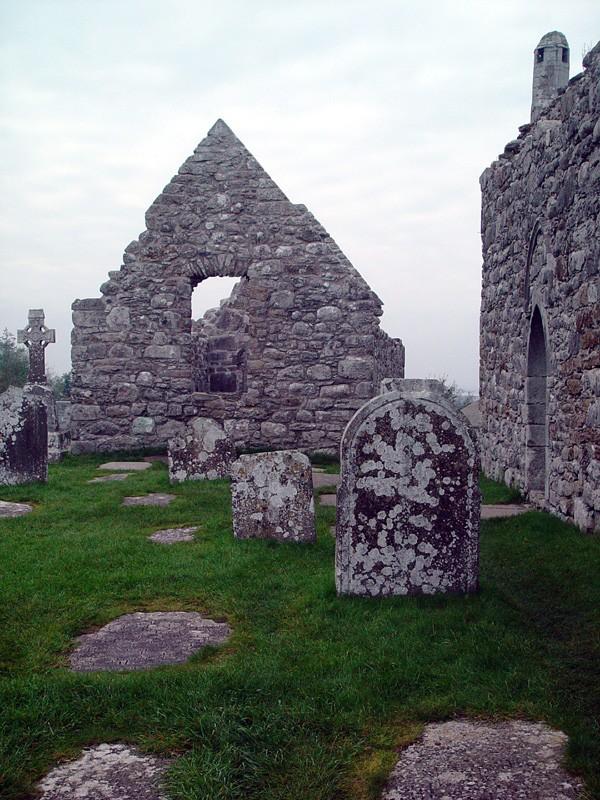 slides/clonmacnois-ruins10.jpg  clonmacnois-ruins10