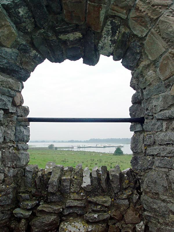slides/clonmacnois-ruins13.jpg  clonmacnois-ruins13