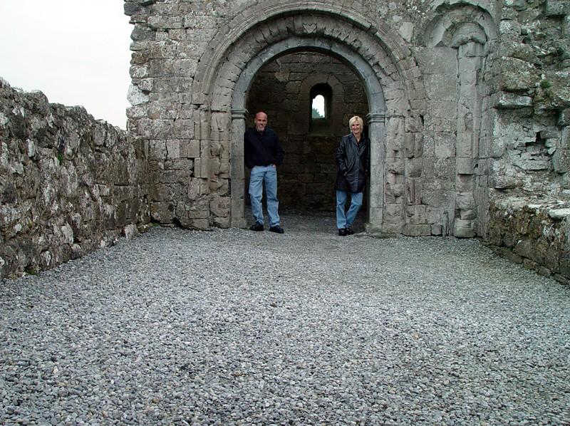 slides/clonmacnois-ruins14.jpg  clonmacnois-ruins14