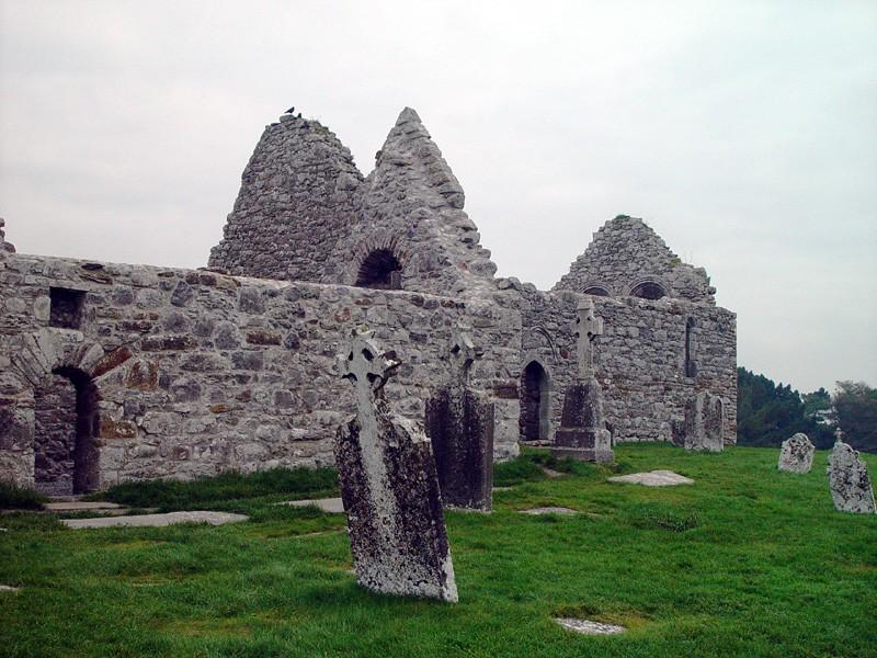 slides/clonmacnois-ruins5.jpg  clonmacnois-ruins5