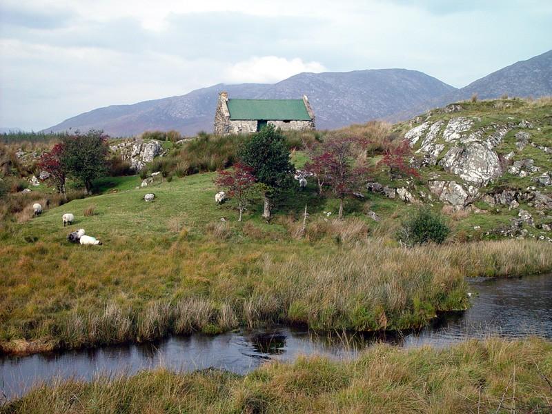slides/connemara-cottage2.jpg  connemara-cottage2