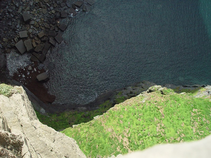 slides/view-over-cliff-edge2.jpg  view-over-cliff-edge2