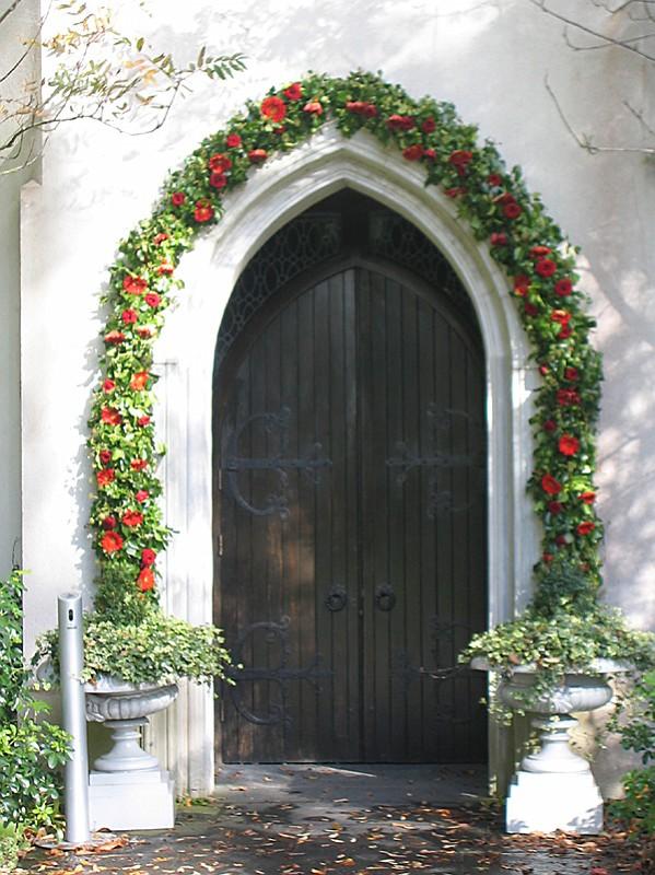 slides/wreath-door.jpg  wreath-door