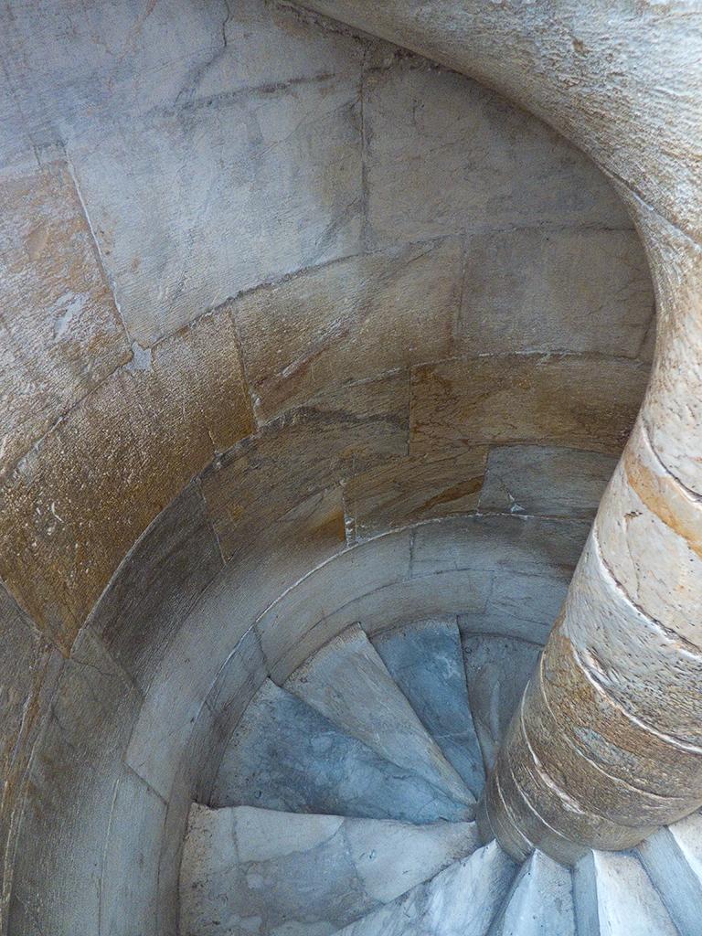 slides/pisa-stairs-P1000621.jpg  pisa-stairs-P1000621