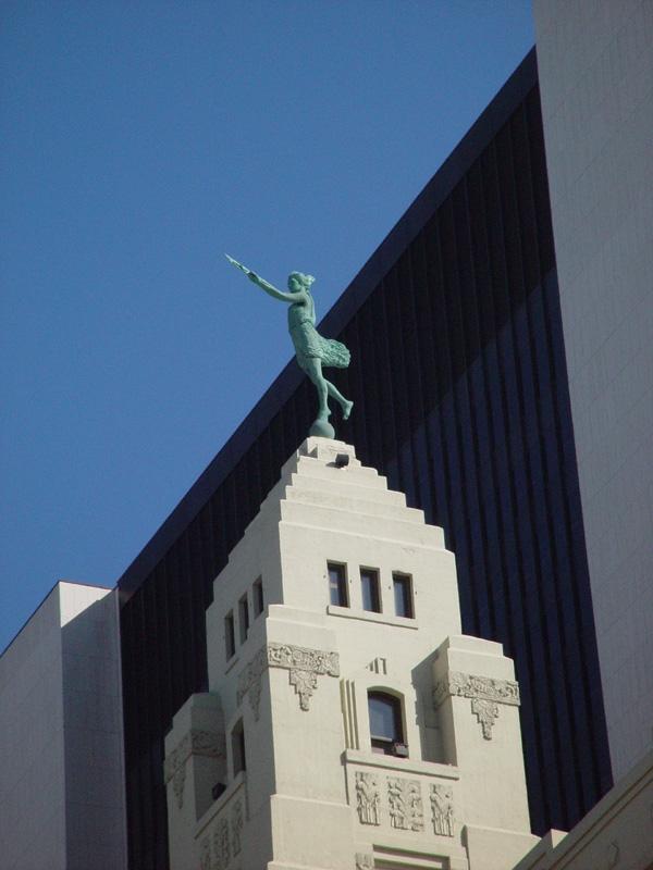 slides/statue.jpg  statue