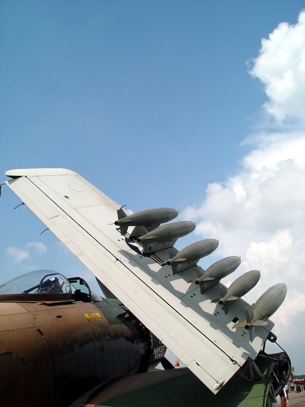 slides/bombs2.jpg  bombs2