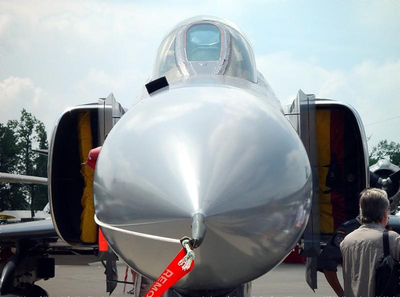 slides/fighter_nose.jpg  fighter_nose
